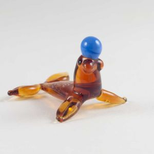 Glass Seal with Ball Figurine, fig. 3