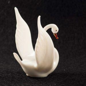 Glass White SwanFigurine, fig. 3
